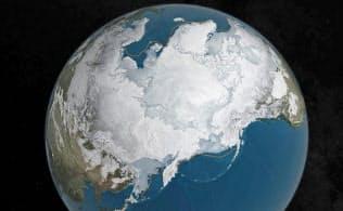 地球温暖化で北極海の氷が溶け続ければ、生態系などへの悪影響のリスクは増大すると考えられている=ロイター