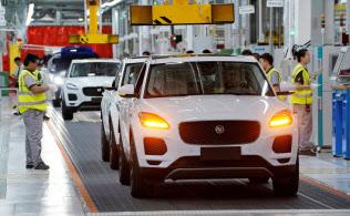 中国は2009年に米国を追い抜き、世界最大の新車市場に躍り出た(江蘇省の自動車組み立て工場)=ロイター