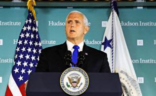 10月4日、ワシントンで演説するペンス副大統領=AP