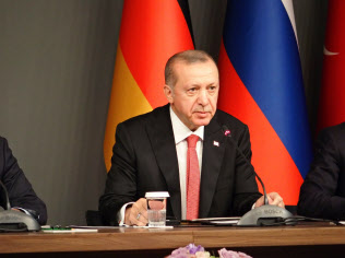 エルドアン大統領は記者殺害事件の容疑者引き渡しをサウジアラビアに求めている(27日、イスタンブール)
