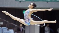 女子個人種目別 フープで優勝した喜田純鈴(28日、千葉ポートアリーナ)=共同
