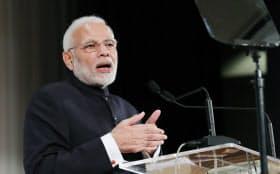 基調講演するインドのモディ首相(29日午後、東京都千代田区)