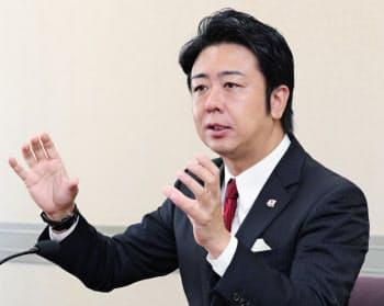 福岡市長選の公約を発表する高島宗一郎氏(30日、福岡市役所)