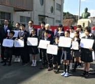 顕彰祭では発明クラブの小中学生が表彰された