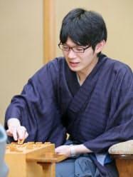 中村王座を破り初タイトルを獲得した斎藤新王座(30日夜、甲府市)