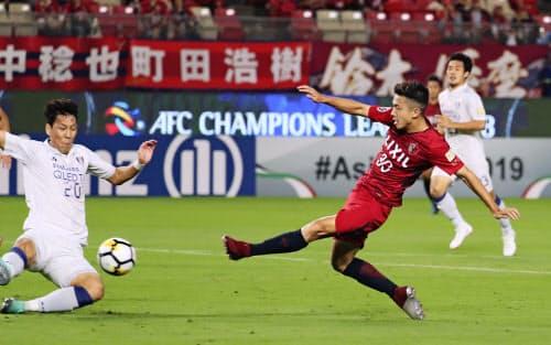 鹿島は決勝に向け、U-19アジア選手権から安部(右)を呼び戻した=共同