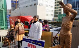 「強すぎる市民団体」が「弱い政府」を突き上げる構図が浮かぶ韓国