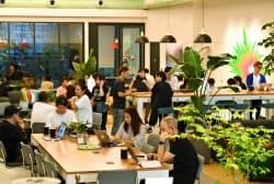 キャスターが登記上の本社を構えた「WeWork Iceberg」(東京・渋谷)の共有スペース