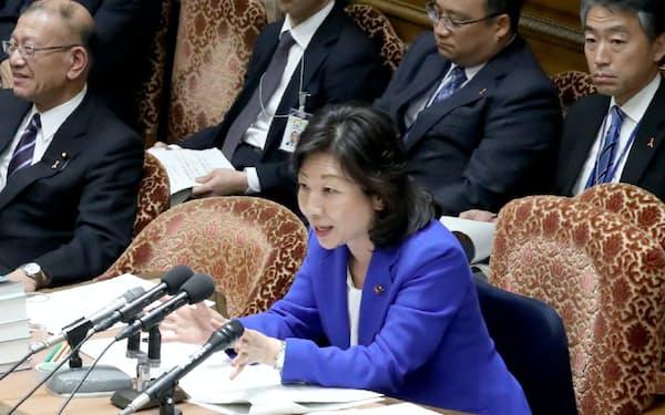 衆院予算委で議事を進める野田委員長(1日午後)