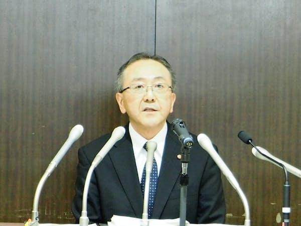 会見する藤井副社長(1日)