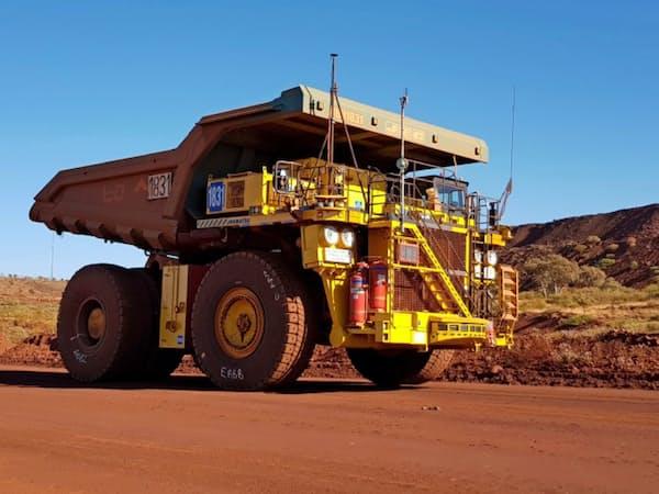 中国景気の影響が懸念されていたコマツは鉱山機械の販売が好調(オーストラリアの鉱山で)