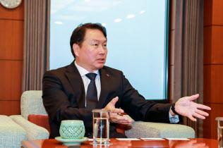 「幹部や社員との議論を重ねて経営の意思決定を下す」と話す崔泰源会長