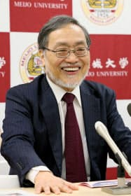 IEEE会長就任が決まり、抱負を述べる名城大学の福田教授(6日、名古屋市天白区)