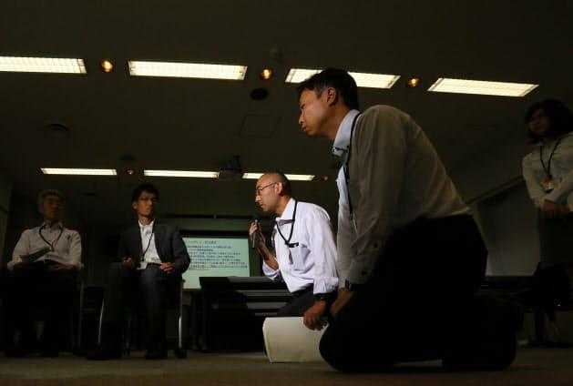 全国の国交省担当者がロールプレイ研修で事故遺族らへの対応を学ぶ(千葉県柏市)