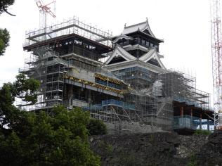 10月に天守閣の外観補修が終わった熊本城