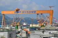 韓国南部、巨済市の大宇造船海洋の造船所
