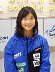スノーボードW杯で女子ビッグエアを制し、成田空港で取材に応じる岩渕麗楽(6日)=共同