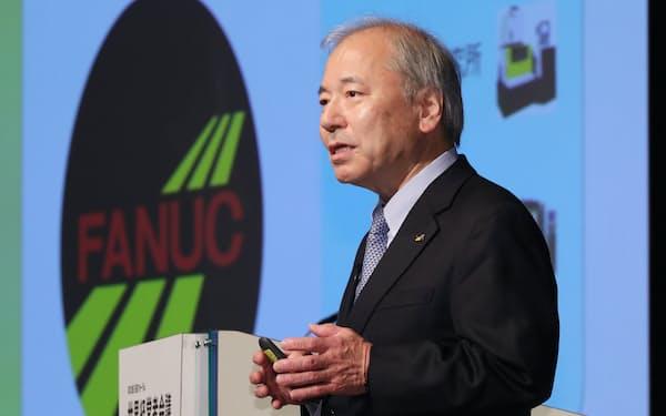 講演するファナックの稲葉善治会長兼CEO                                                   (7日午後、東京都千代田区)