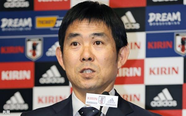 記者会見で質問に答えるサッカー日本代表の森保監督(7日、東京都文京区)=共同