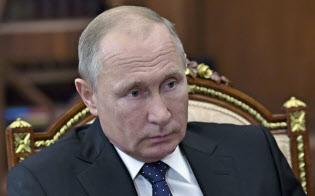 7日、クレムリンでの会議に出席したプーチン・ロシア大統領=AP