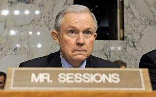 トランプ米大統領が事実上更迭するセッションズ司法長官=AP