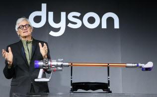 新型の掃除機を発表するダイソン創業者のジェームズ・ダイソン氏(20日午後、東京都品川区)