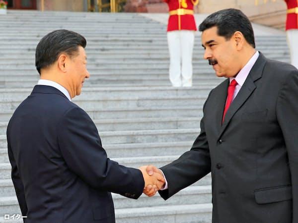 9月の訪中でベネズエラのマドゥロ大統領(右)が手にできたのは数件の小規模な石油取引だけだった=ロイター