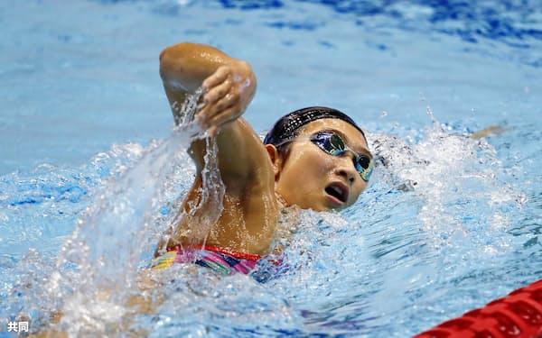 競泳W杯の公式練習で調整する池江璃花子(8日、東京辰巳国際水泳場)=共同