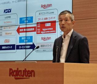 携帯事業を統括する山田善久副社長は「料金について他社の影響は無い」と話した(8日、東京都世田谷区)
