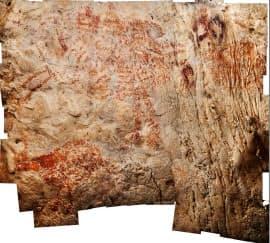 野生の牛とみられる動物(左下)が描かれたインドネシアの洞窟壁画=研究チーム提供・共同