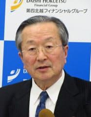 4~9月期決算を発表する第四銀行の並木富士雄頭取(9日、新潟市)