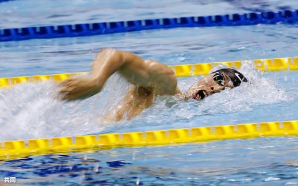 男子400メートル自由形決勝 2位の萩野公介(9日、東京辰巳国際水泳場)=共同