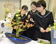 「Ikenobo 花の甲子園」の全国大会で、最優秀校に選ばれた群馬県立桐生女子高(11日、京都市)=共同