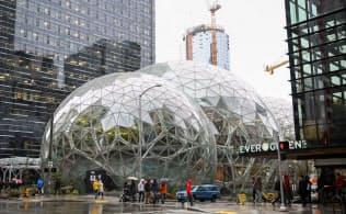 ワシントン州シアトルのアマゾン本社にある温室型の施設=ロイター
