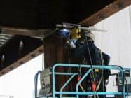鹿島の伏見ビルでは熟練の技が必要な梁下の上向き溶接作業をロボットが担う