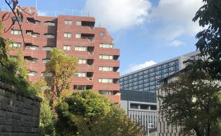 レンガ色の建物が「パレロワイヤル永田町」。右奥には議員会館がみえる