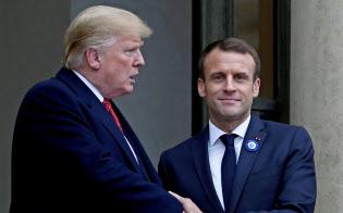 米仏首脳は固い握手を交わしたが、関係はきしむ(10日)=ロイター