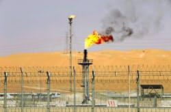 IEAは40年まで石油需要が増えると予測する(サウジアラビアの油田施設)=ロイター