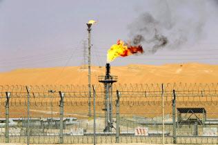 サウジアラビアの油田施設=ロイター