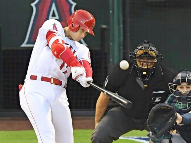 9月15日のマリナーズ戦で本塁打を放つ。日本勢では松井秀喜以来2人目のシーズン20号本塁打に到達=共同