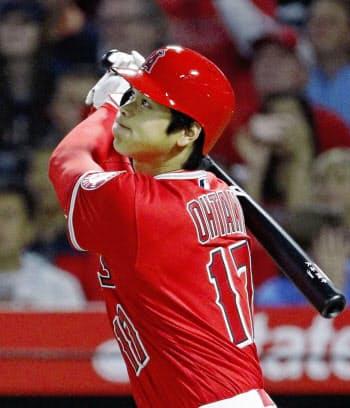 インディアンス戦で、メジャー初本塁打となる3ランを放つ(4月3日)=共同