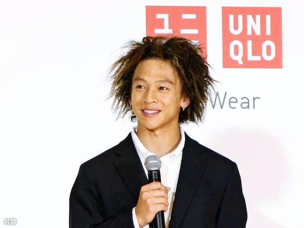 「ユニクロ」のグローバルブランドアンバサダーに就任した平野歩夢(13日、東京都江東区)=共同