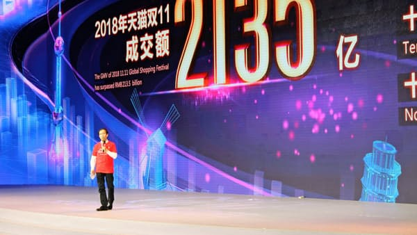 中国で消費落ち込み 10月の実質伸び過去最低
