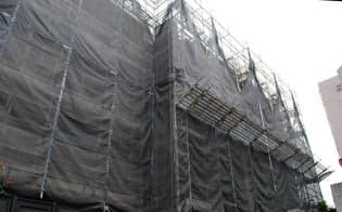 劣化を防ぐには適切な大規模修繕工事が欠かせない(東京都内のマンション)