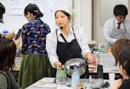 防災料理教室「ソナエノゴハン」を主宰する大須賀由美子さん(三重県松阪市)=共同