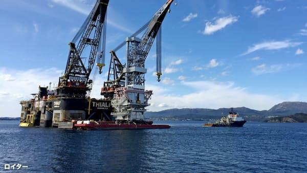 原油価格の変動、市場の重荷に