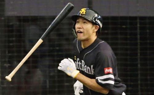 柳田は今季、推定年俸以上の働きをした計算になる=共同