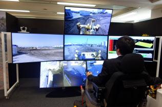 ドコモがコマツと取り組む5Gを活用した建設機械の遠隔操作のデモ
