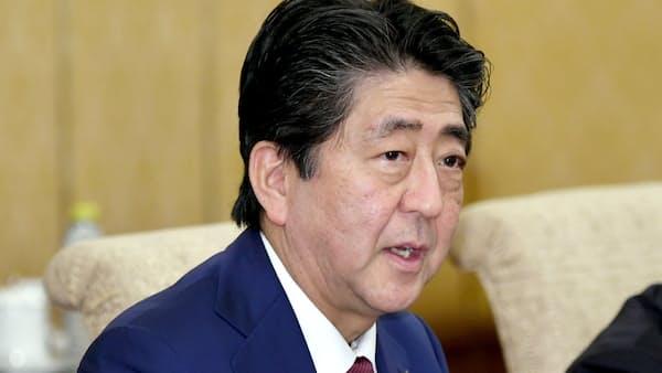 日韓首脳が立ち話 副長官「簡単なあいさつ」