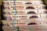 メキシコの通貨ペソは対ドルで弱含んでいる=ロイター